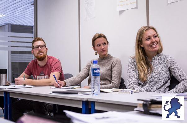 Apprendre le français en France en cours de groupe